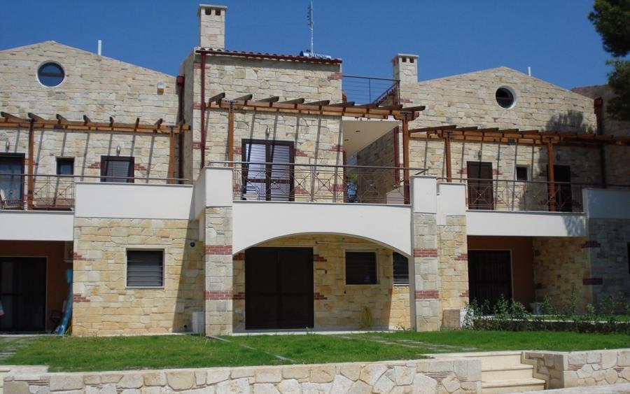 Συγκρότημα εξοχικών κατοικιών στη Ν.Φώκαια Χαλκιδικής